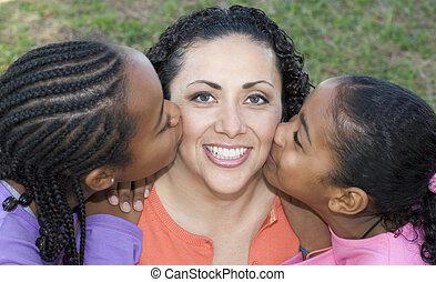kussende , kinderen, mamma