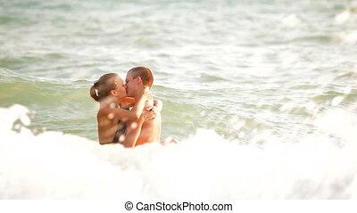kussende , paar, zee