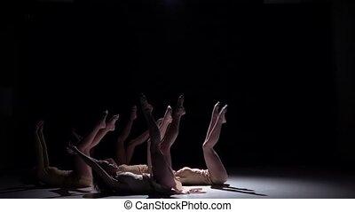 langzame dans, dansers, tijdgenoot, motie, start, vijf, black , witte , kleren, schaduw
