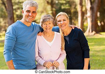 leeftijd, buitenshuis, midden, moeder, senior koppel