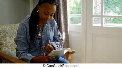 levend, black , thuis, digitale , aanzicht, comfortabel, gebruik, tablet, 4k, vrouw, jonge, voorkamer