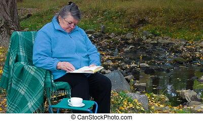 lezende , koffie, boek, kop