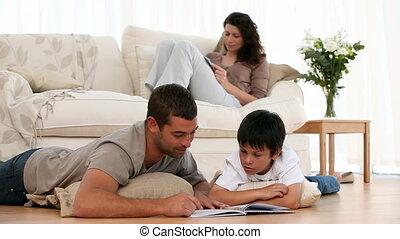 lezende , samen, gezin