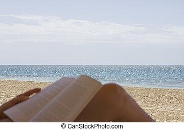 lezende , strand