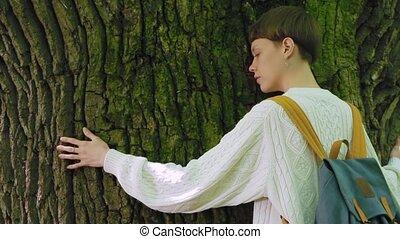 liefde, groot, nature., boom bos, omhelzingen, meisje