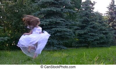 looppas, naaldbomen, park, meisje
