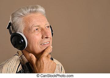 luisteren, headphones, muziek, oudere man