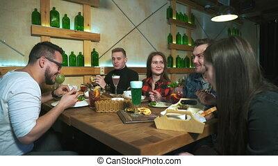 lunch., vrienden, groep, hebben, restaurant