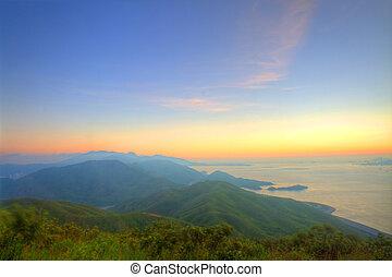 majestueus, berg, ondergaande zon , landscape