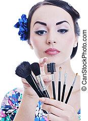 makeup, mooi, jonge vrouw , aan het dienen