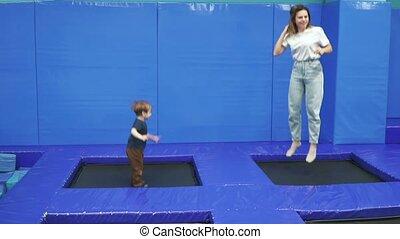mamma, trampoline, zoon