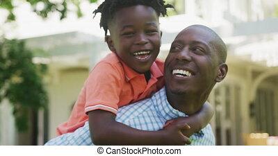 man, verticaal, afrikaan, zoon, zijn, amerikaan