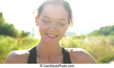 meisje, buiten, jonge, park, het glimlachen, mooi
