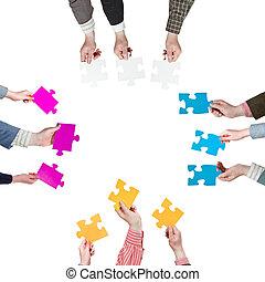 mensen, puzzelstukjes, holdingshanden, kanten