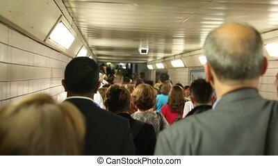 mensen, velen, zeer, elke, of, gaan, metro, voorbij