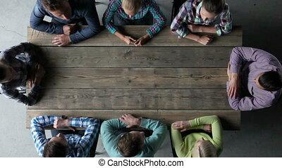 mensen, vergadering, duimen, tonen, op