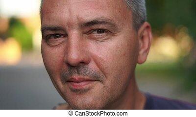 middelbare leeftijd , authentiek, mensen, dichtbegroeid boven, echte, portrait., kaukasisch, levensstijl, man