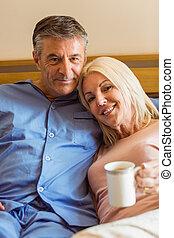 middelbare leeftijd , het glimlachen, paar, vrolijke