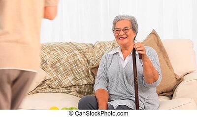 middelbare leeftijd , patiënt, haar, bezoekende verpleegster