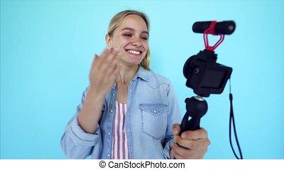 mooi, blauwe , blogger, vrijstaand, itself, achtergrond, meisje, fototoestel, verlicht