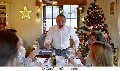 mooi, gezin, groot, samen, vierende kerstmis