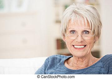 mooi, glimlachen, oude vrouw, vrolijke