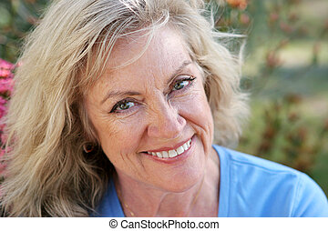 mooi, glimlachen, vrouw, -, middelbare leeftijd