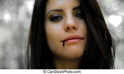 mooi, glimlachende vrouw, vampier