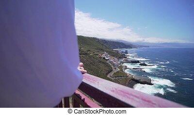 mooi, kust, zonnig, meisje, waarneming, deck., atlantische , close-up, tenerife, benaderingen, dag, kleren, -, schattig, rand