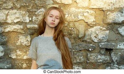 mooi, steen, stalletjes, muur, jonge, langharige, fototoestel, blik, meisje