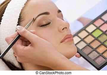 mooi, toegepast, vrouw, opmaken, schoonheidspecialist, spa, hebben