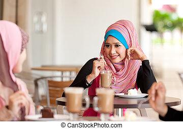 moslim, ontspannen, drank, jonge, terwijl, vrienden, hebben, vrouwen