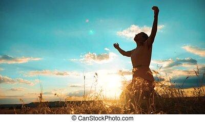 motie, repentance., vraagt, meisje, katholicisme, vertragen, god., christendom, silhouette, vergiffenis, zonden, concept, haar, knees., sunset., handen, vrouw, ineengevouwen , religie, bidden, levensstijl, biddend, gebed, video.