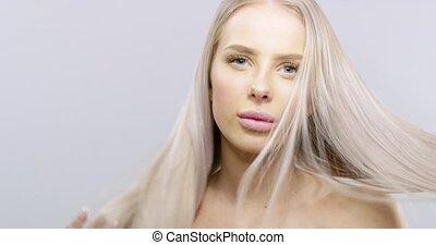 motie, vertragen, beauty, van een vrouw, haar, blazen, verticaal, blonde, wind