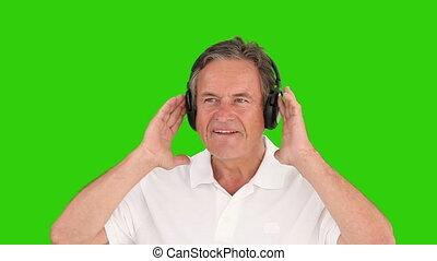 muziek, man, gepensioneerd, headphones, het luisteren