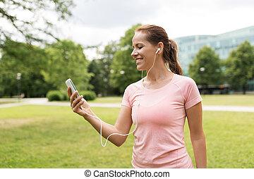 muziek, vrouw, smartphone, park, het luisteren
