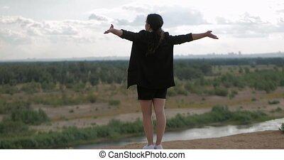 natuur, vrijheid, het kijken, over, jonge, landscape, denken, zakenleven, het genieten van, natuur, berg, vrije tijd, ondergaande zon , meisje, achtergrond, aanzicht, vrouw, travel., succesvolle