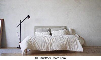 nee, bed., loft-style, pillows., apartment., slaapkamer, mensen