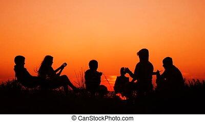 ondergaande zon , mensen, strand, kampvuur, zittende