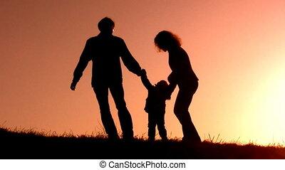 ondergaande zon , weinig; niet zo(veel), silhouette, meisje, gezin