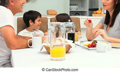 ontbijt, boeiend, gezin