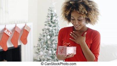 onverwacht, cadeau, opgewekte, vrouw, jonge
