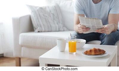 op, krant, afsluiten, ontbijt, hebben, man