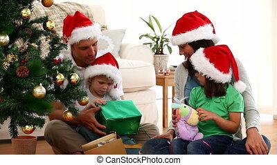 opening, schattig, kerstmis, gezin, cadeau