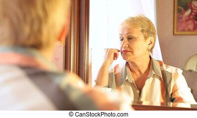 oude vrouw, reflectie, verloren