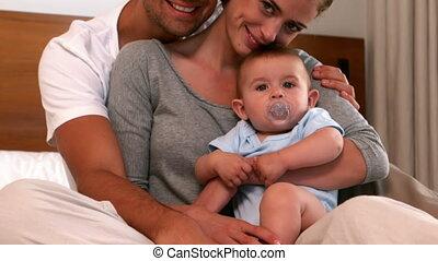 ouders, hun, baby, vasthouden, jongen, vrolijke