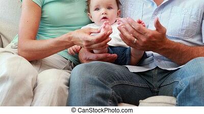 ouders, vrolijke , jonge, zittende