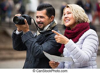 outdoor., middelbare leeftijd , toeristen, paar
