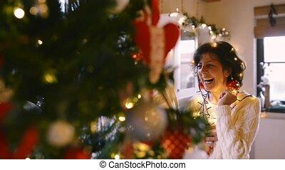 paar, boompje, het kijken, senior, home., kerstmis