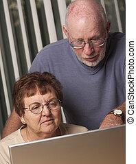 paar, hebben, computer, volwassene, plezier, senior, het glimlachen